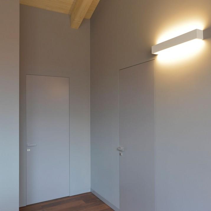 Bezzárubňové lakované dveře s klikou maximal a Kueffner podlahovou lištou