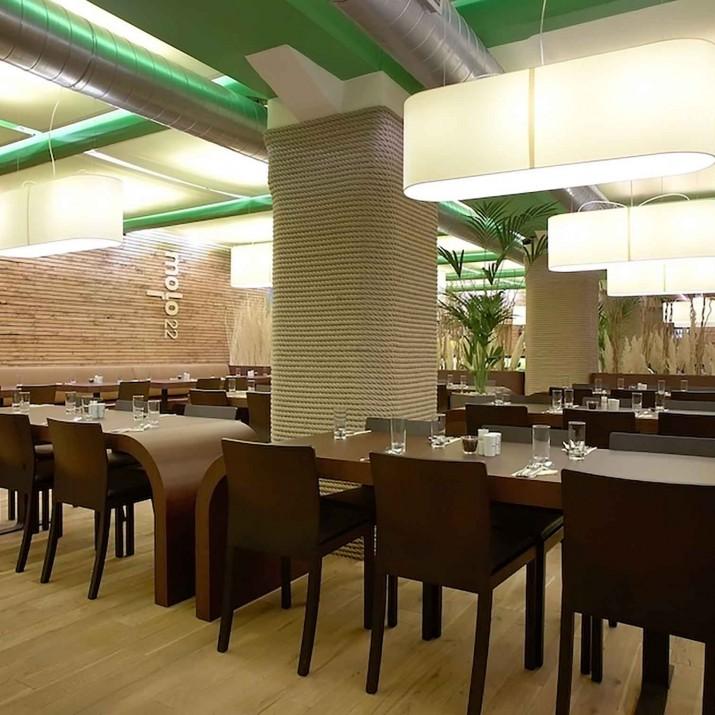 Restaurace Mollo 22 Praha Holešovice - pohled do restaurace.