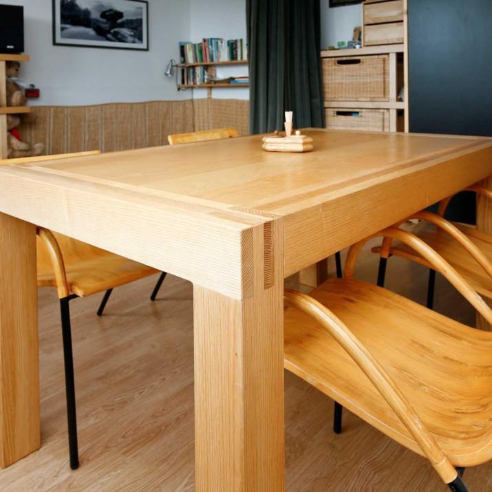 Dřevěný rozkládací stůl masiv.