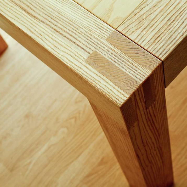 Dřevěný rozkládací stůl masiv - detail.