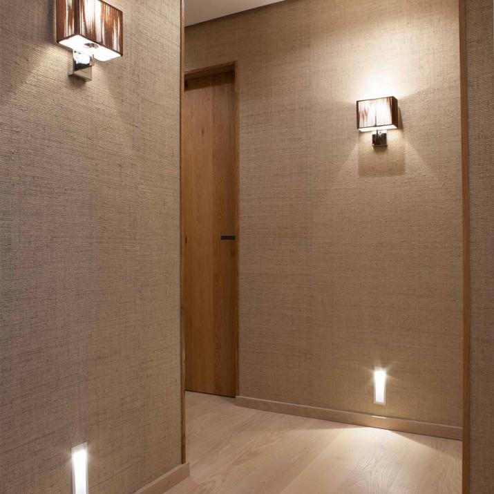 Byt Praha Jarov - i na chodbě se můžete cítit skvěle. Hezkou atmosféru dodává provedení dveří, tapety i osvětlení.