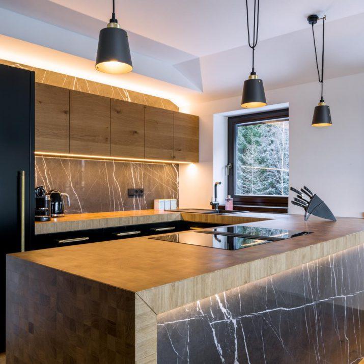 Apartmán Špindlerův Mlýn – Praktická afunkční kuchyně nabitá designem