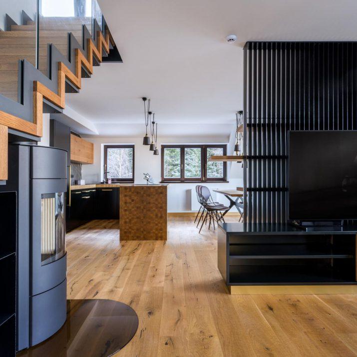 Apartmán Špindlerův Mlýn – Předělovací obývací stěna stelevizí