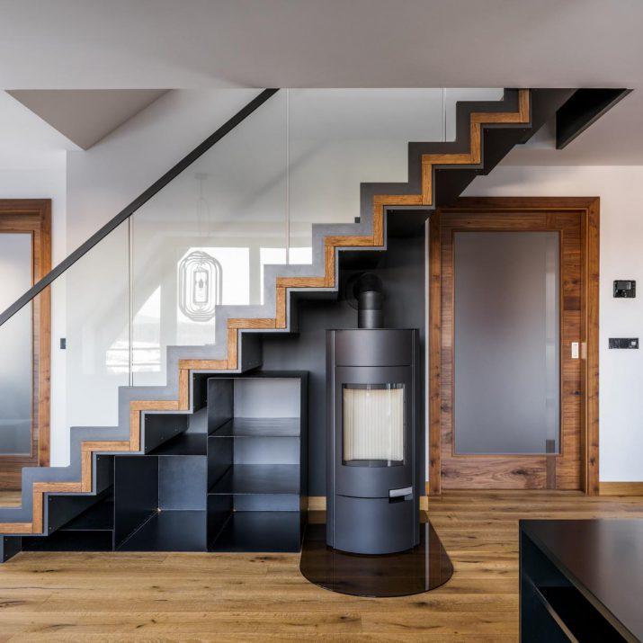 Apartmán Špindlerův Mlýn – Pohled na schodiště skrbem